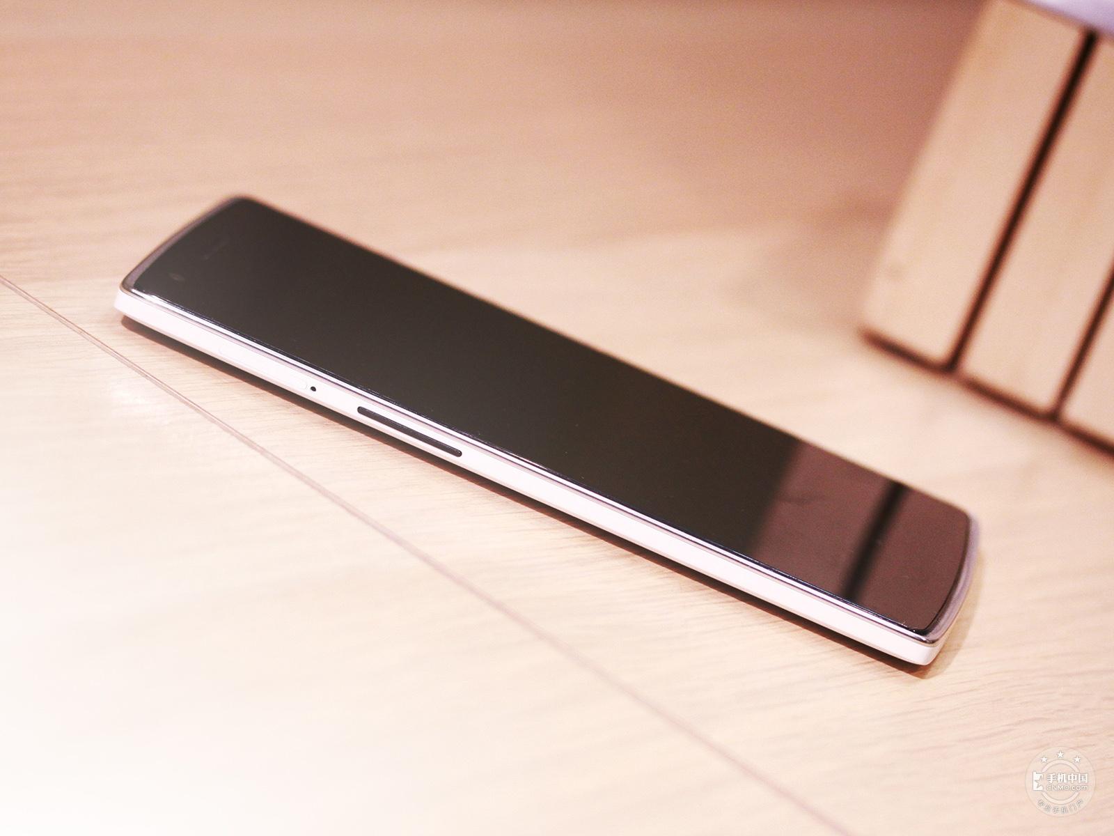 一加手机(16GB/移动版)整体外观第8张