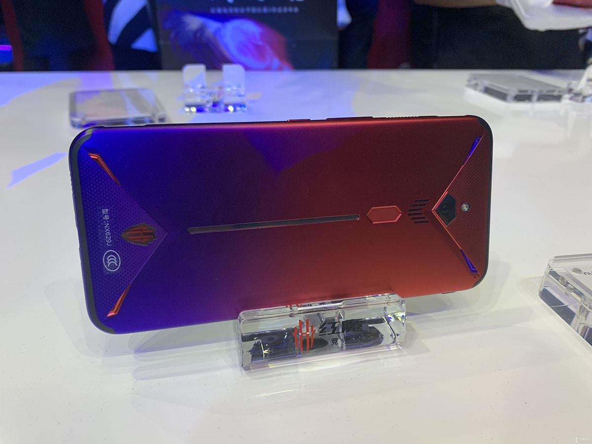 努比亚红魔3电竞手机(12+256GB)整体外观第8张
