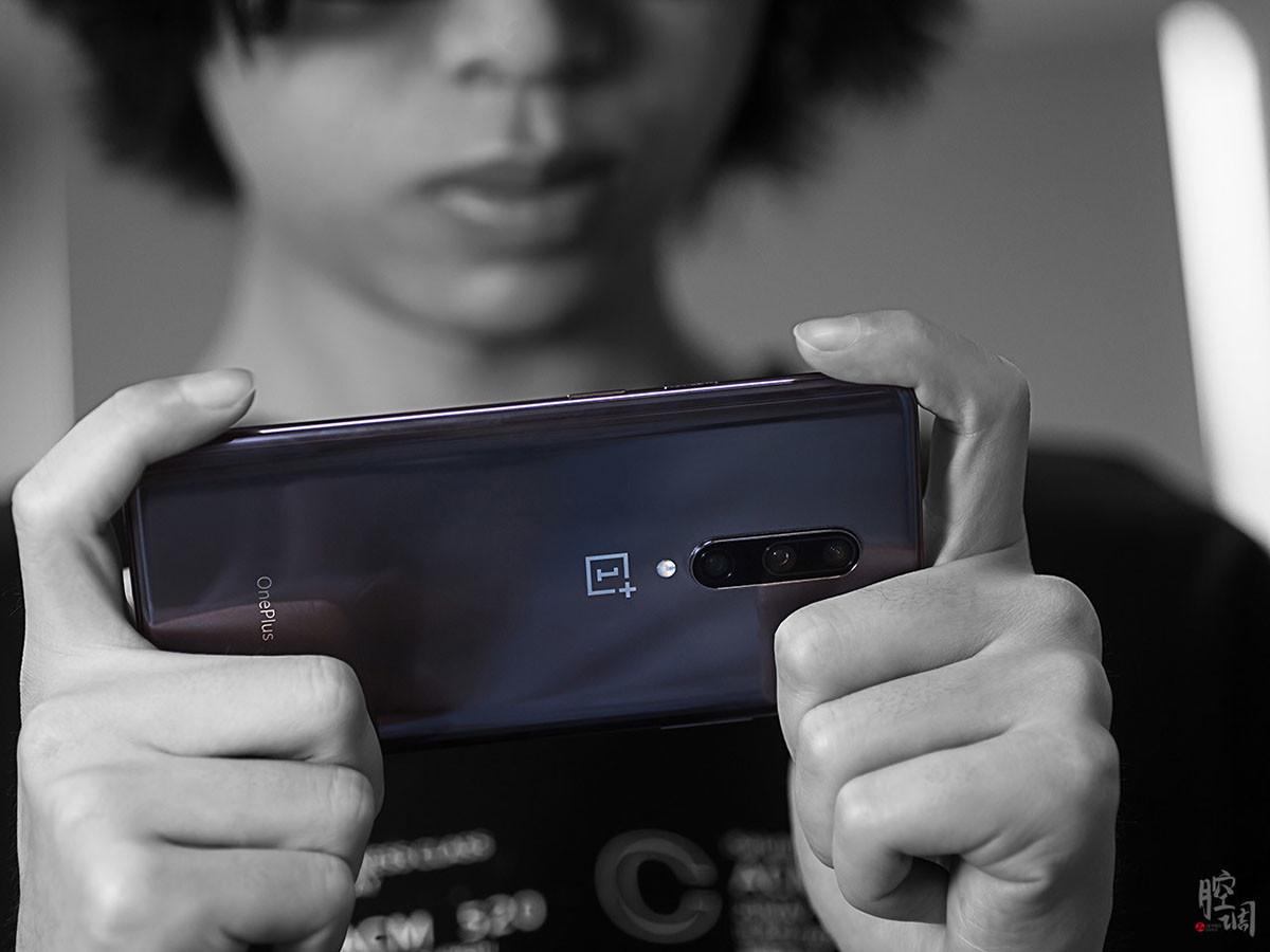 一加手机7Pro(12+256GB)时尚美图第2张