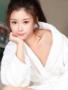 浴袍美女酒店私房高清写真